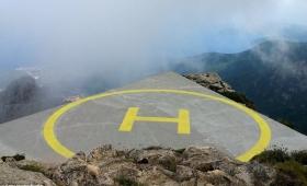 【危険過ぎ!】なぜそこに!?危なすぎる場所に作られたヘリポートが明らかに。