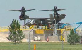 ヘリコプターと比べて速度も航続距離も2倍のティルトローター機「Bell V-280 Valor」の実機が撮影される