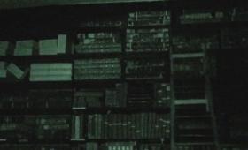 【ゾゾゾ…】泣くほど怖い!不気味な図書館で人知れず動くはしごが話題になる!