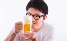 酒を飲むと「コミュ力」があがる!?お酒と第二言語のスキルの関係性が話題となる!