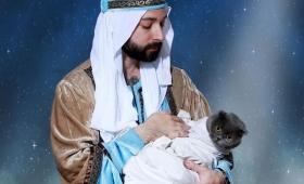手作りのクリスマスカードの写真がクリエイティブすぎてむしろ芸術的だと海外で話題に。