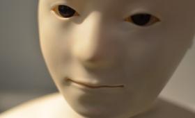ロボットが人間に近づく過程で起きる「不気味の谷」現象。いったいなぜ起きるのか?子供たちも起きるのか?