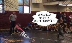 俺の姉ちゃんからどけ!姉のレスリングの試合中に弟が乱入、対戦相手に襲い掛かるというハプニング