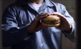危険をおかしても食べたいうまさ?死刑囚の最後の晩餐をテーマにしたバーガーキングの新CMがドラマチック