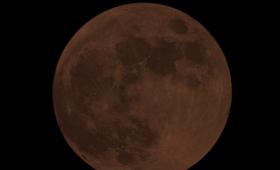 本日の「皆既月食スーパームーン」22:29は絶対に見ておいたほうがいいらしいぞ!