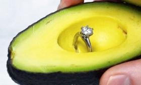 アボカドを使ったプロポーズが大流行、プロポーズ向けのアボカドも販売される事態に