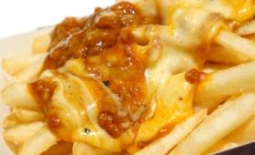 マックのフライドポテトにチーズボロネーゼソースをかけた期間限定メニュー「カケテミーヨ チーズボロネーゼ」を食べてみた