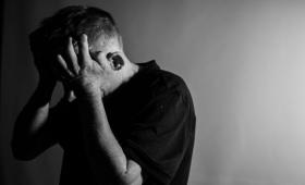 うつ病の人が良く使う言葉には特徴がある。言語分析で「うつ語」の存在が明らかに(英研究)