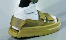 ファッショニスタなら履きこなせるはず!?靴の上に靴を履く。シューズオンシューズが販売決定