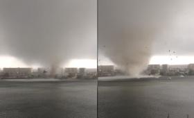 ジリジリ竜巻が接近。建物を吹き飛ばし海水を巻き上げなら目前に迫ってくる衝撃映像(アメリカ)