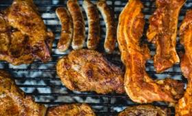 高タンパク質の食事は肉・乳製品ともに心疾患のリスクを増加させると22年にわたる調査で明らかに、心疾患リスクと関係しないタンパク質とは?