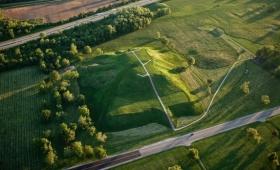 かつてアメリカ先住民が築きあげた、失われた都市「カホキア」の遺跡(アメリカ)