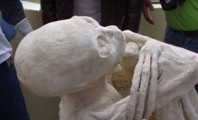ペルー・ナスカで発見された3本指のミイラ、DNA解析の結果、ヒトの新種である可能性が浮上
