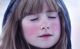 なぜ大きな物音を聞くと反射的に目を閉じてしまうのか?