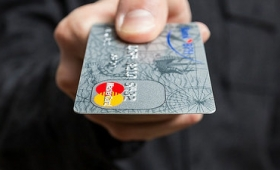 Googleはクレジットカード利用状況をカード会社から入手してオンライン広告閲覧状況に紐付けて把握していた