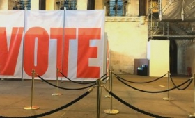 「投票しないで」と若者に呼びかける高齢者たちのムービーが登場、その意図とは