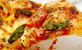 南イタリアの味を2年かけて再現した「ンドゥイヤ」ソースなど、開発者がこだわりまくったドミノ・ピザの「クワトロ・究極イタリアン」試食レビュー