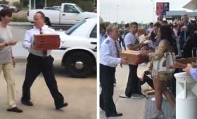 やっぱピザだろ。臨時着陸を余儀なくされた飛行機の機長たち、乗客にピザをおごりみんなを笑顔に(アメリカ)