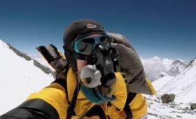 「金を出すほど死ににくい」、エベレスト登頂を支える経済学とは?