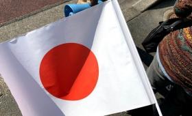 天皇陛下の「日の丸国旗」は誰が配ってるの!?早速天皇陛下に会ってきた結果!
