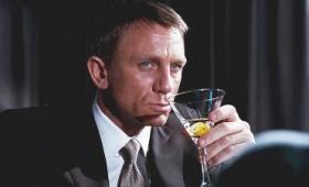 ジェームズ・ボンドは深刻なアルコール問題を抱えているという研究者からの指摘、MI6の職場改善が求められる