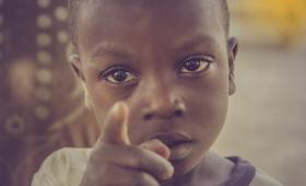 ビル・ゲイツが称賛した「世界から貧困は減っている」というグラフを学者が完全否定