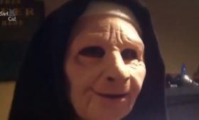 アンタ誰?いったい何?ねえちょっと、むっちゃ怖いんですけど!愛犬の前でマスクをつけてみた結果