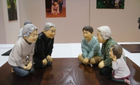 粘土と水彩だけでできた人形!表情の豊かさと素朴さがまさに秀逸!