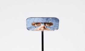 背が高い人の視界ってどんな感じ?背が低い人が高い視界を得ることができるメガネ「ペリスコープ(潜望鏡)」が誕生