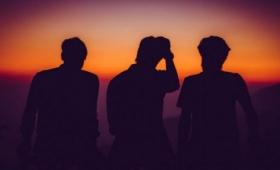 あのバンドか!?3人組の超人気バンドメンバーが強制性交の疑いで事情聴取!ネット上で憶測が飛び交う事態に!