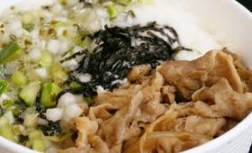 松屋の牛めし&茎ワサビが香る山形だしをとろろでツルッとかき込む「山形だしの三色丼」試食レビュー