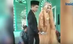 日没後にデートしたら結婚しなければならない。慣習に従い結婚させられた15歳の少年と12歳の少女(インドネシア)
