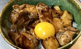 お餅で米を食べる背徳的すぎる豚餅丼を作ったら、ウマすぎて箸が止まらない事態に