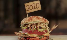 バーガーキングが2020年を象徴するひどいハンバーガーを作ってみた。鶏の足とイワシに麺入り(ブラジル)