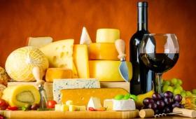赤ワインが「油っこい料理やおつまみと相性抜群な理由」が科学的に解明される