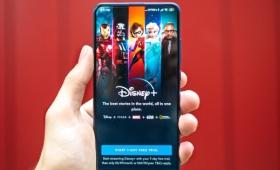 ディズニーのストリーミングサービス「Disney+」の成長が鈍化していると指摘される