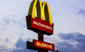1990年代に放置された「マクドナルド」の店舗が当時そのままで発見される